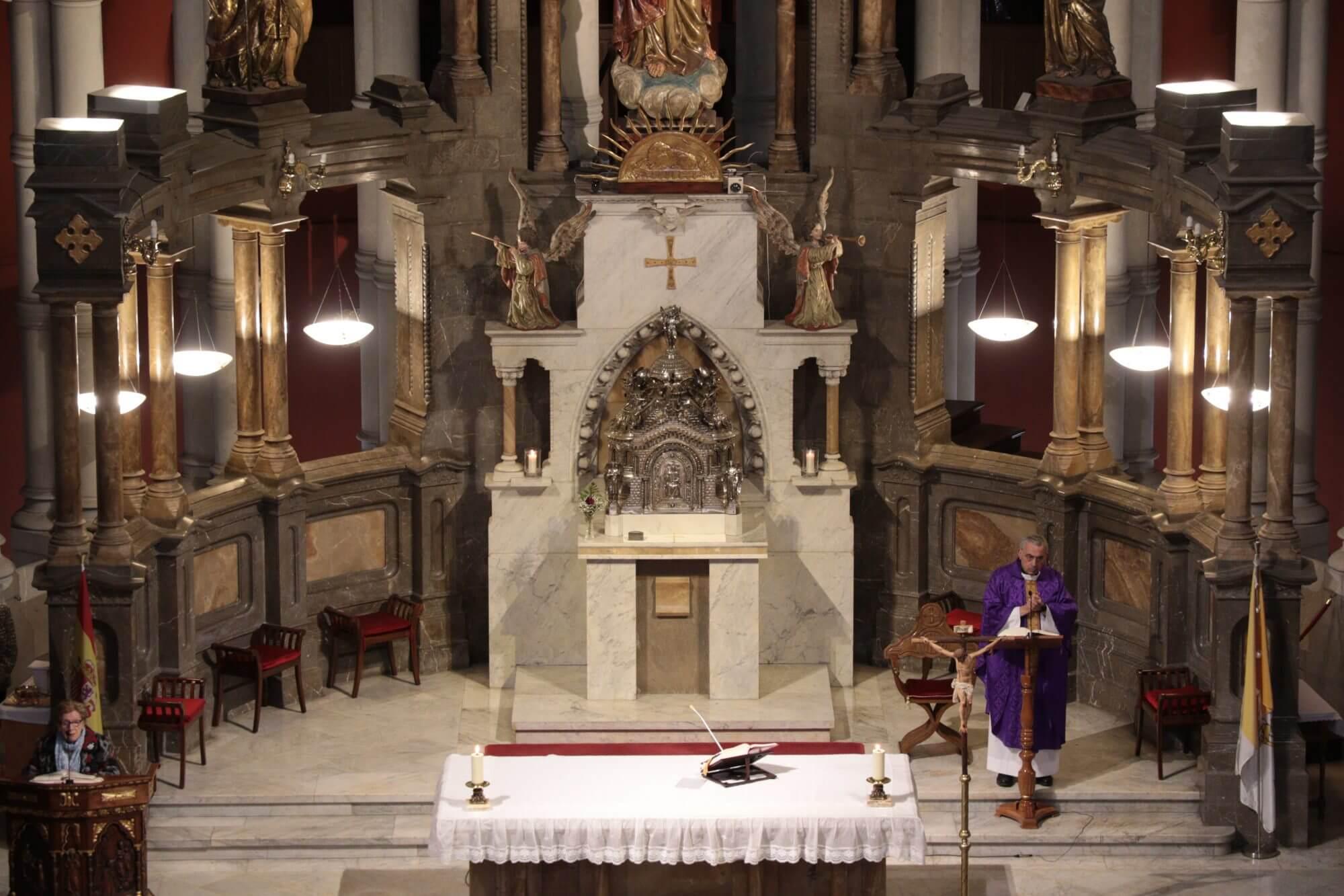 Vuelven el sagrario y el cristo a la Basílica