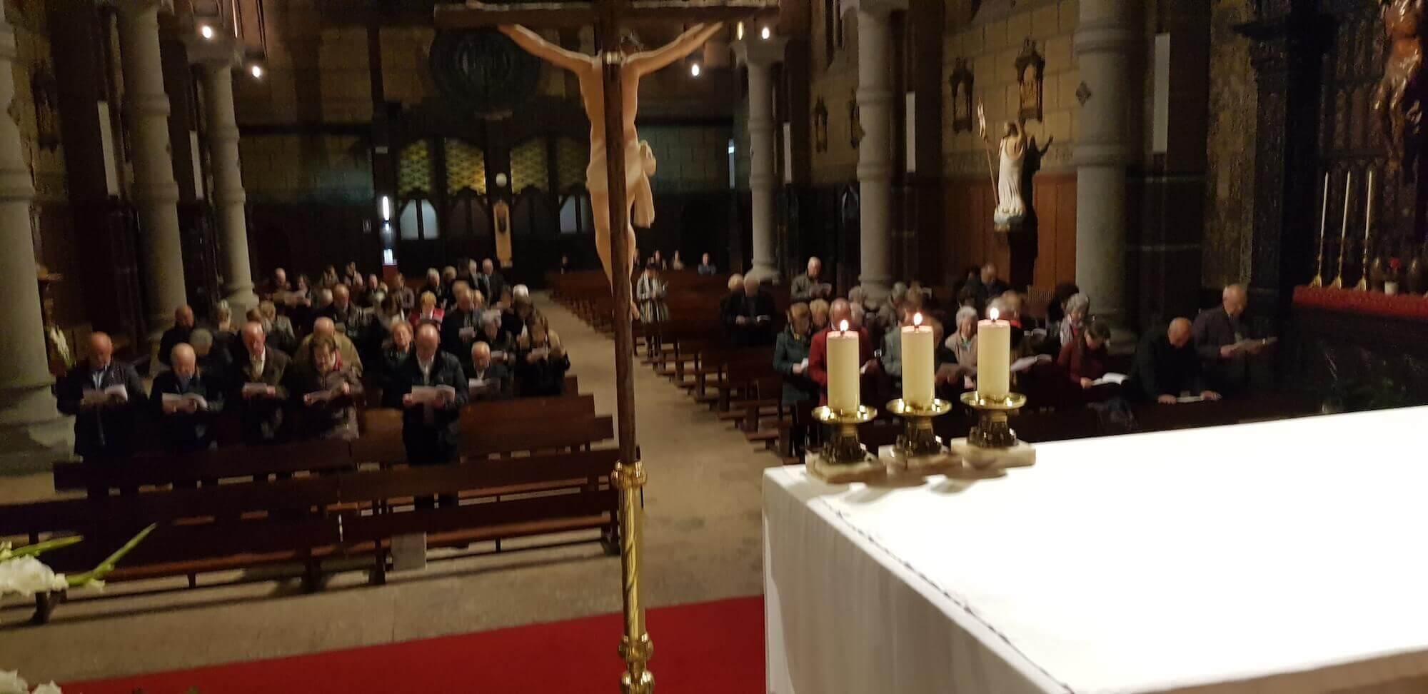 Vigilia de la Adoracion Nocturna en la Basílica del Sagrado Corazón
